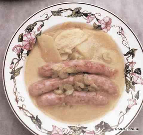 Salchichas con patatas y apio