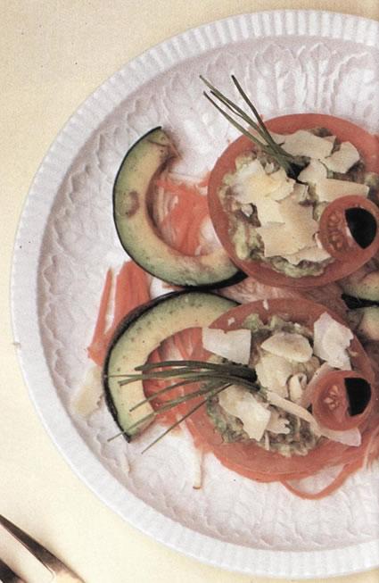 Tomates rellenos de aguacate